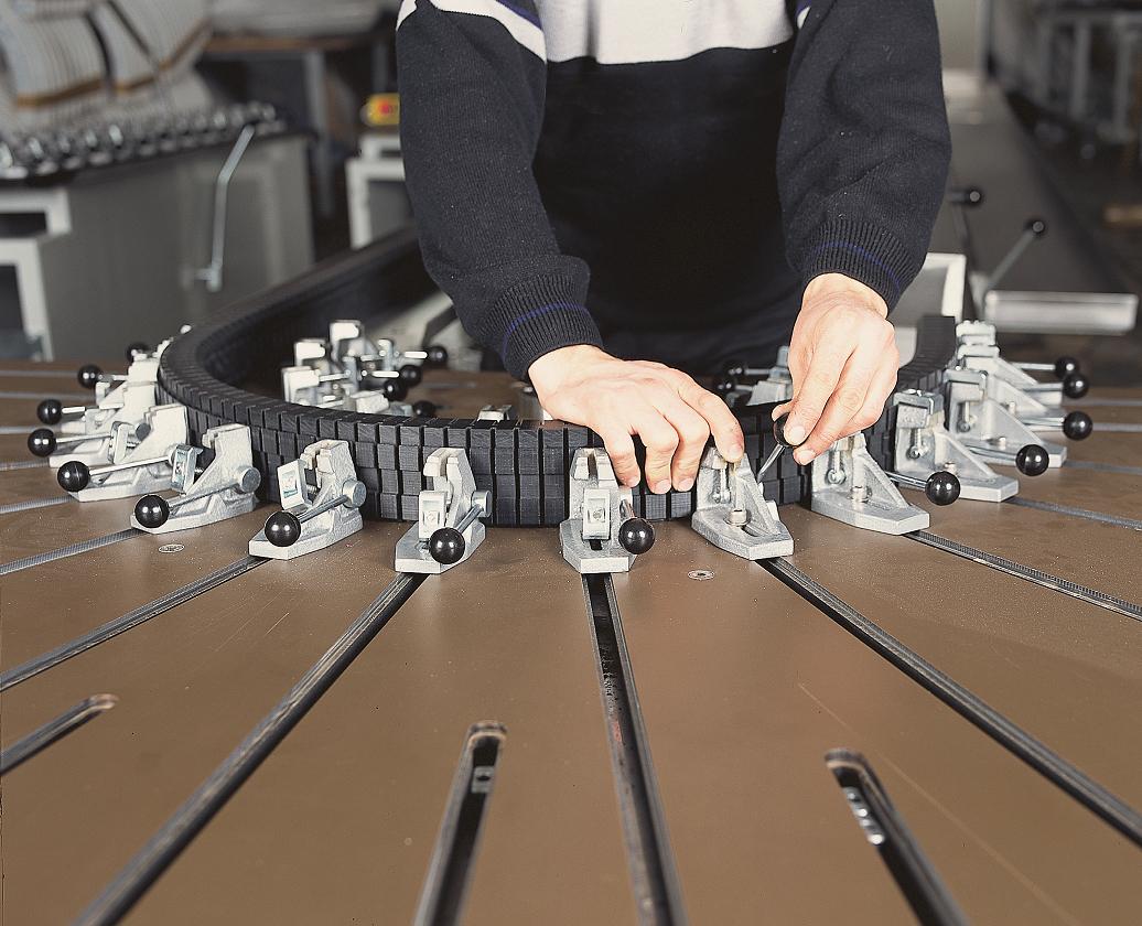 FORNAX Motorized Vinyl (PVC) Hot Liquid Profile Bending Machine 4